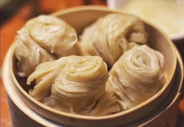 Рис вовсе не основной китайский гарнир Его исторически едят жители китайского юга. А вот любой северянин уверенно скажет: Лучший гарнир к пряному мясу мягкая и воздушная рисовая пампушка на