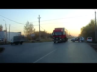 Момент аварии с фурой на ул. 3-я молодежная (09.10.2019)
