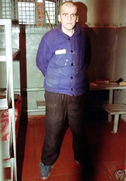 На теле жертвы Сергей Ряховский оставил надпись, сделанную губной помадой : Привет из Чечни Ряховский явно рассчитывал этой надписью сбить следователей с толку. Однако, и тут Ряховский поступил