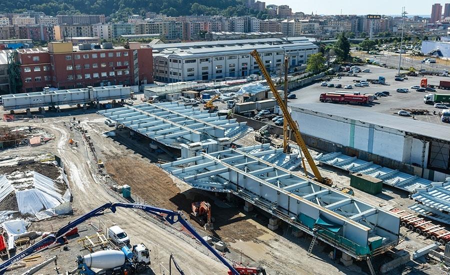 В Генуе ведется строительство нового моста взамен рухнувшего