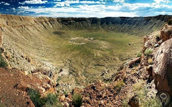 Самый большой и один из древнейших: кратер Вредефорт Около двух миллиардов лет назад, когда жизнь на Земле существовала лишь в виде простейших форм, произошло рядовое для того времени событие. В