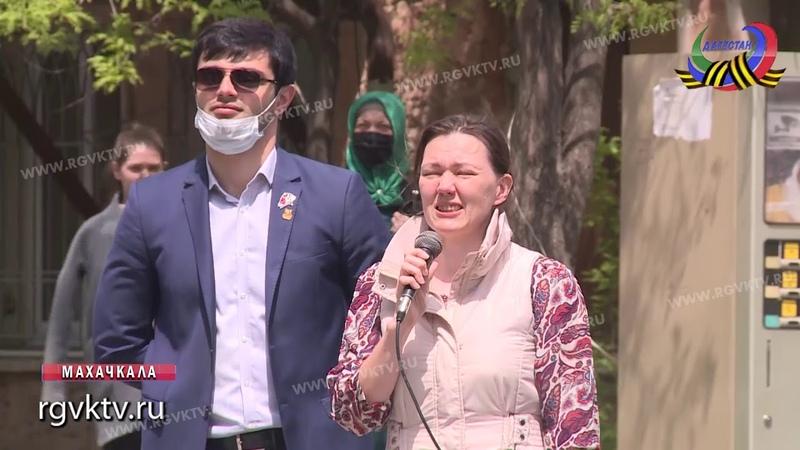 Фронтовая бригада поздравила ветерана Галину Сухомлинову