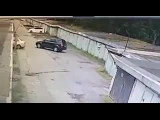 Как женщина заезжала в свой гараж и оказалась в чужом