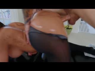 Массажист разорвал чёрные колготки и трахнул клиентку, oil massage sex milf bubble ass butt twerk porn job pussy (Hot&Horny)