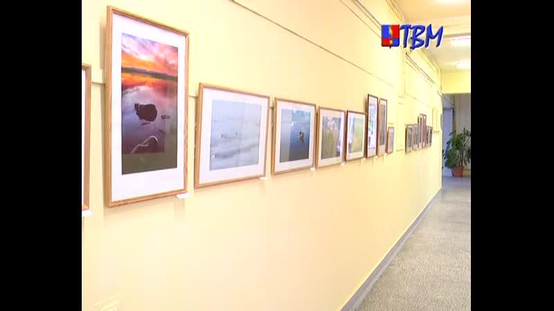 В фойе 1 этажа Городского центра культуры выставлены работы, воспевающие Север