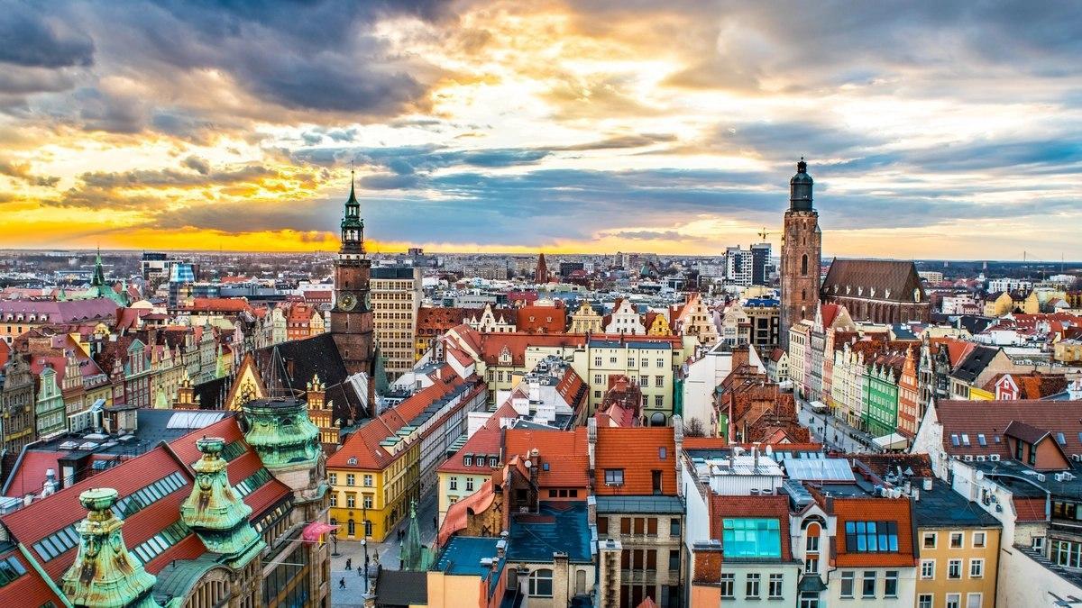 В Польше начался второй этап смягчения карантина