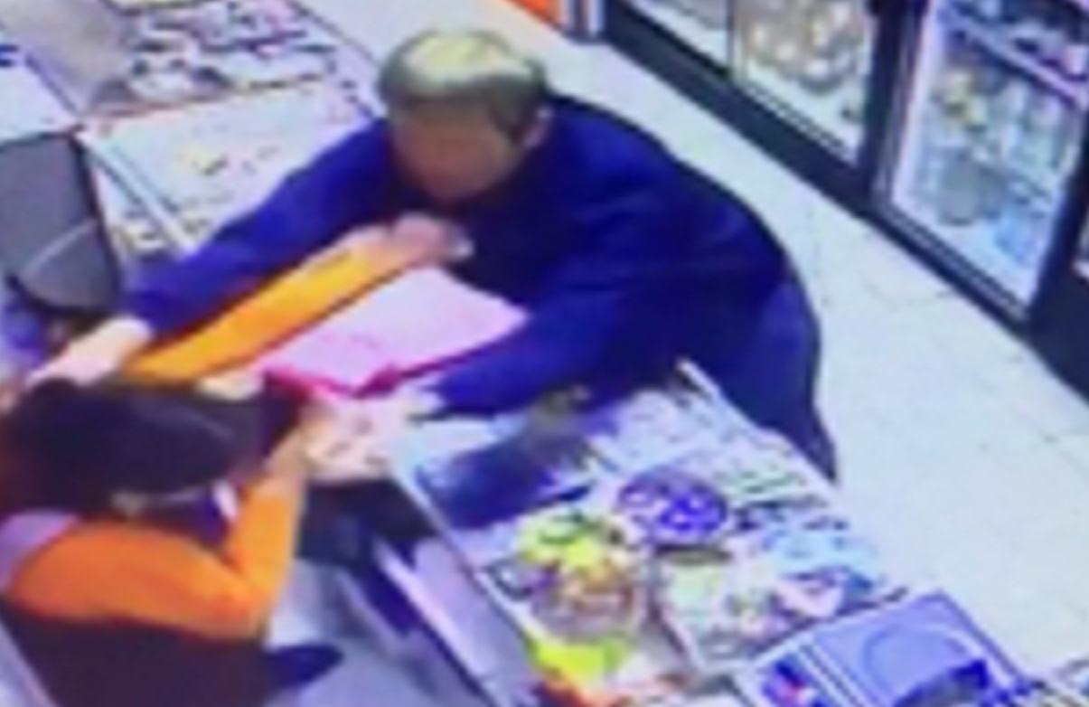В КЧР молодой человек совершил налет на магазин
