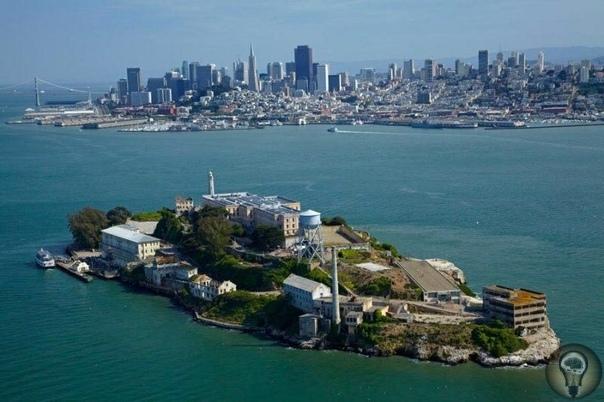 Сбежавшие из Алькатраса Из Алькатраса (её ещё называют скала) невозможно сбежать. Тюрьма-крепость, расположенная в бухте Сан-Франциско и омываемая ледяными водами океана с сильным течением