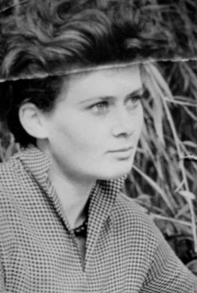 Жены Лимонова Эдуард Лимонов и его 5 красивых творческих жен: художница, модель, писательница, актриса и юная ЛолитаЭдуард Лимонов.Русский писатель, поэт, публицист, экс-председатель