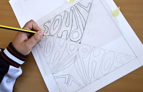 СИММЕТРИЯ ИМЕНИ Предложите школьникам превратить начертание собственного имени в художественный объект. Для этого нужно написать свое имя зеркально симметрично относительно диагоналей квадрата.