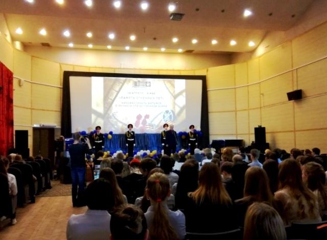 Открытие кинофестиваля. А.В.Семенов читает стихи