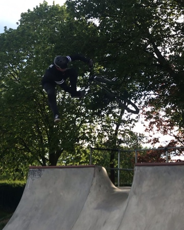 "Ash Finlay🇬🇧 on Instagram: ""FLIP FLAIR DRIP 💧 from tonight's session with @robo.martin @its_hartland @_maxbm_ @_maxbm_ with ze 🎥🦍 @impuritybike @h..."