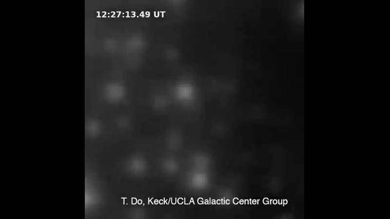 Вспышка в самом центре Млечного Пути Ученые выложили в Сеть анимацию, на которой запечатлена вспышка рядом с черной дырой Стрел