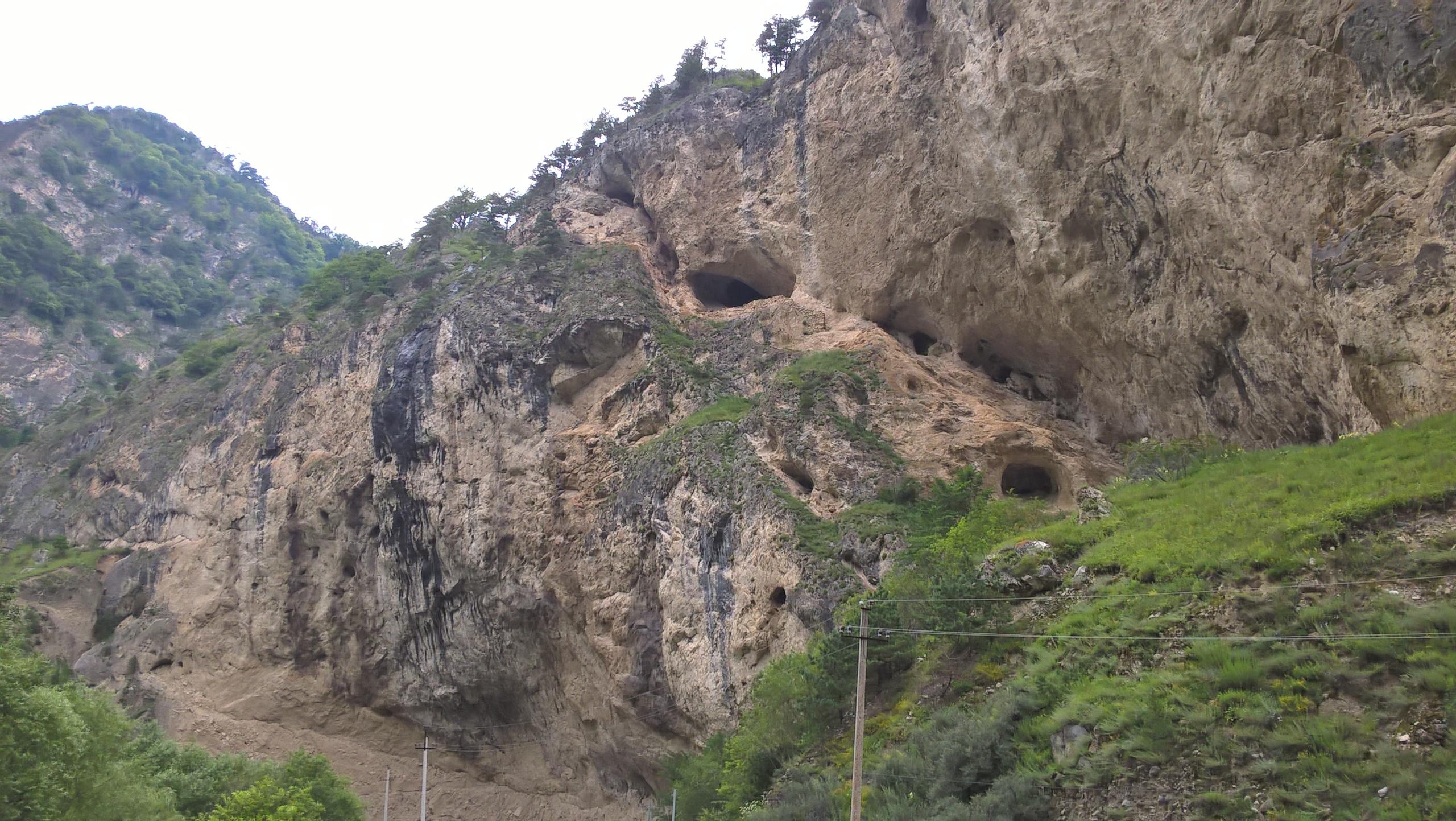 Древние укрепления в пещерах Фиагдонского ущелья