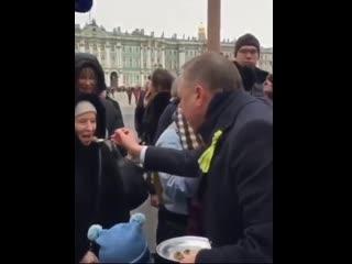 Губернатор Петербурга Александр Беглов накормил горожан кашей с ложки в честь снятия блокады Ленинграда