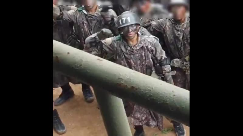 [SNS] 190923 Hyukjin in the army during combat training