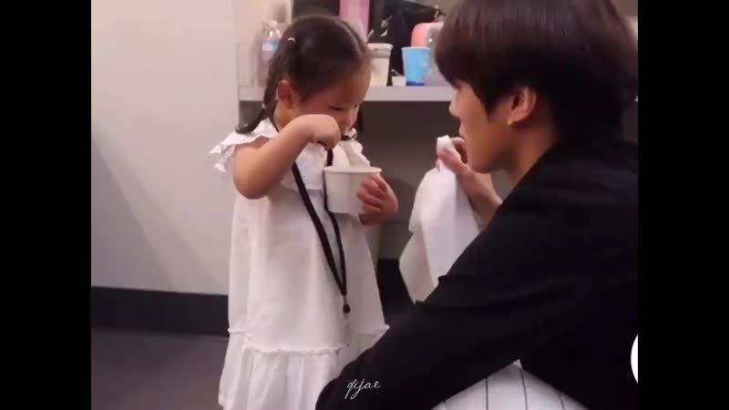 Minhyuk attempts to wipe the icecream off - - Uh! Uhhhh uuuu - uuuuuu uuuu 우우우우우 _ uuuu - no no no uuuuu uhhh - - @OfficialMonst