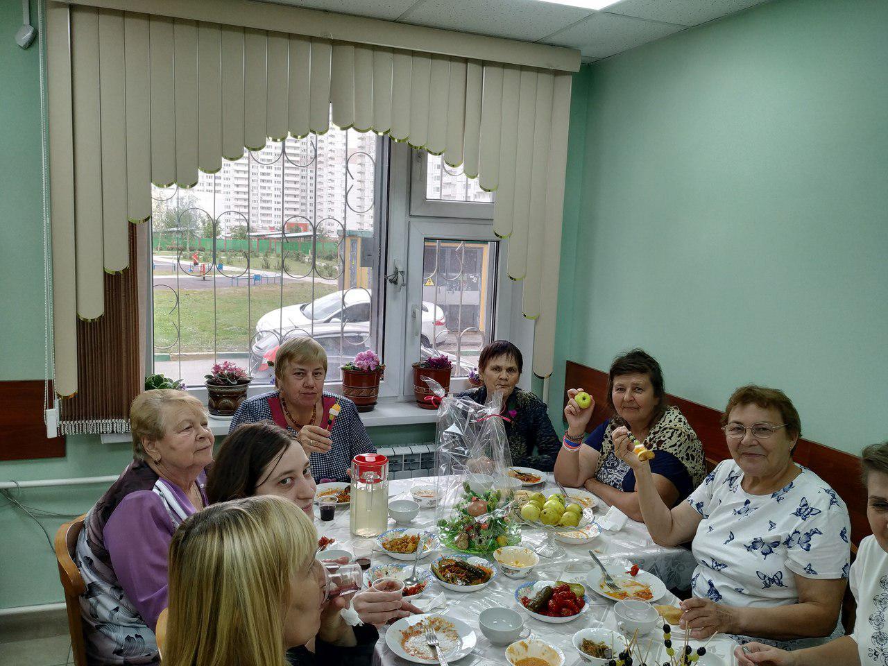В центре соцобслуживания Некрасовки приготовили блюда из овощей, выращенных на даче