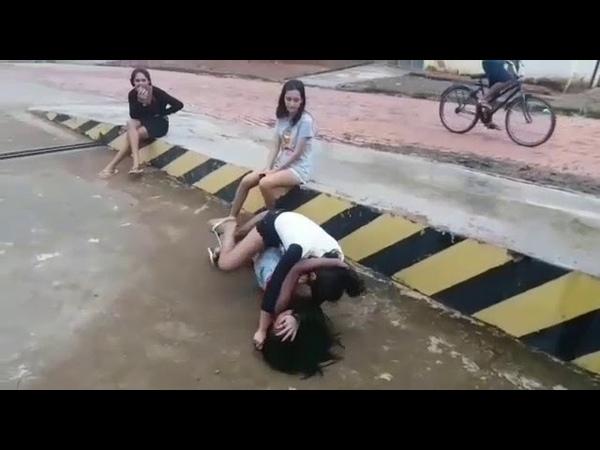 Briga de meninas