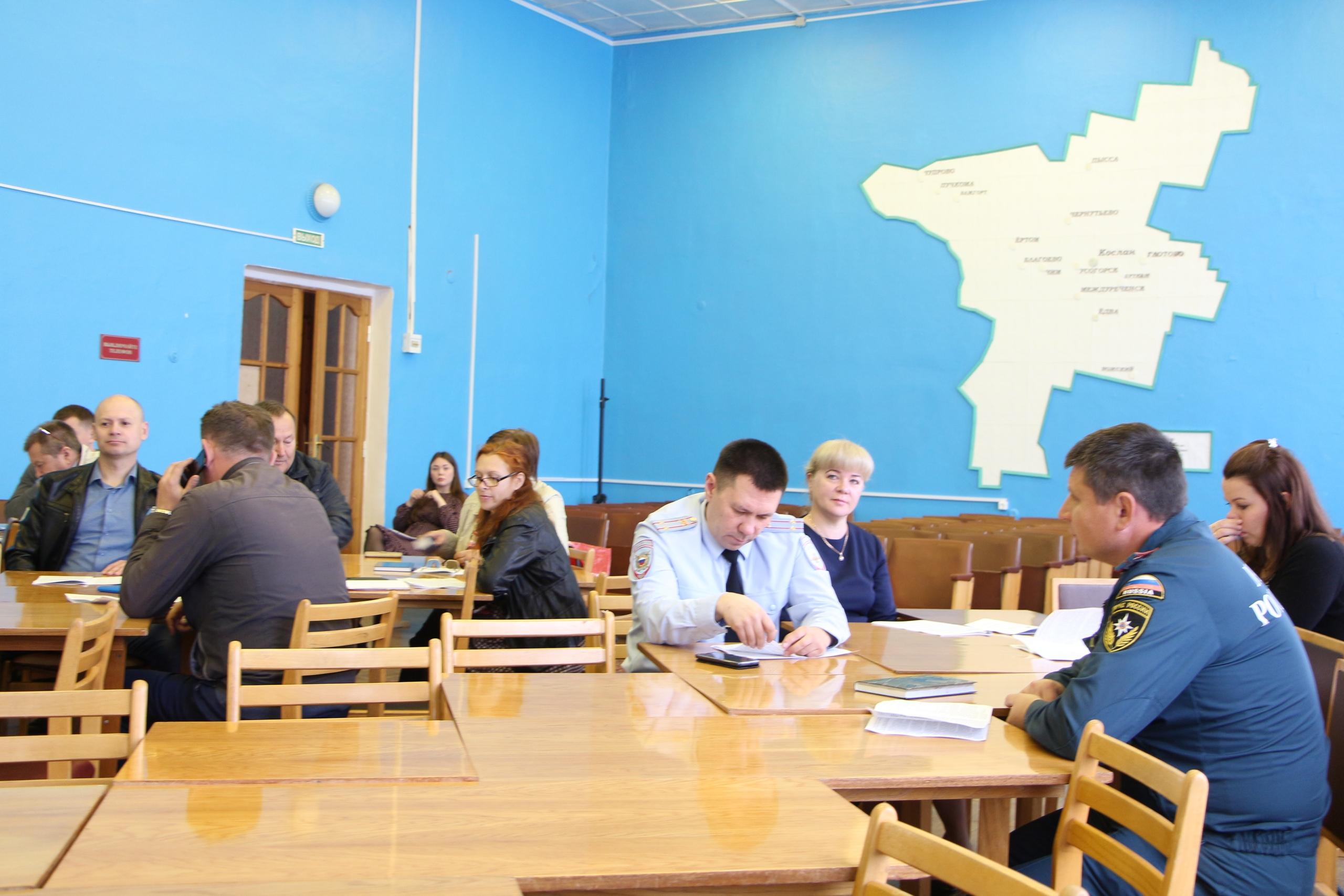 Под председательством руководителя администрации Николая Жилина состоялось заседание антитеррористической комиссии, на которой рассмотрели девять вопросов