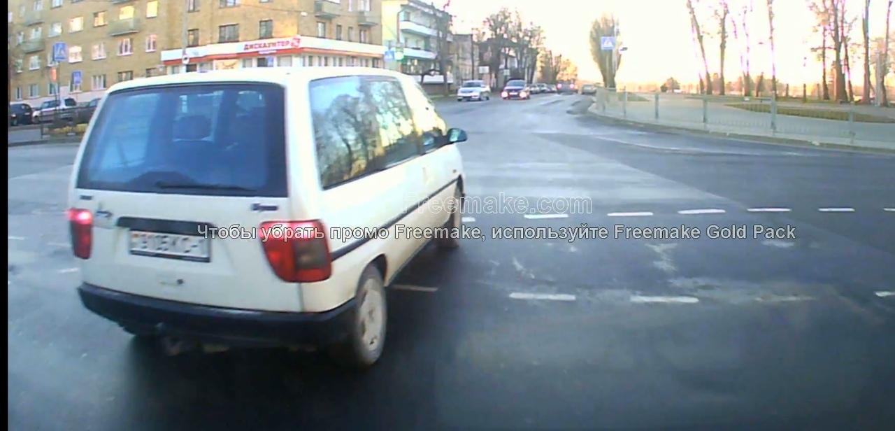 """Опасный перекрёсток Ленина-Машерова? А всё потому, что """"ездюки"""" не смотрят на знаки"""