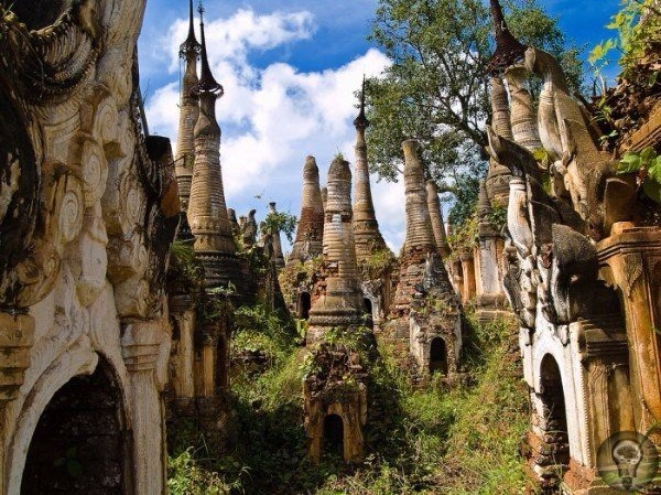 Загадочная храмовая деревня в джунглях Мьянмы.