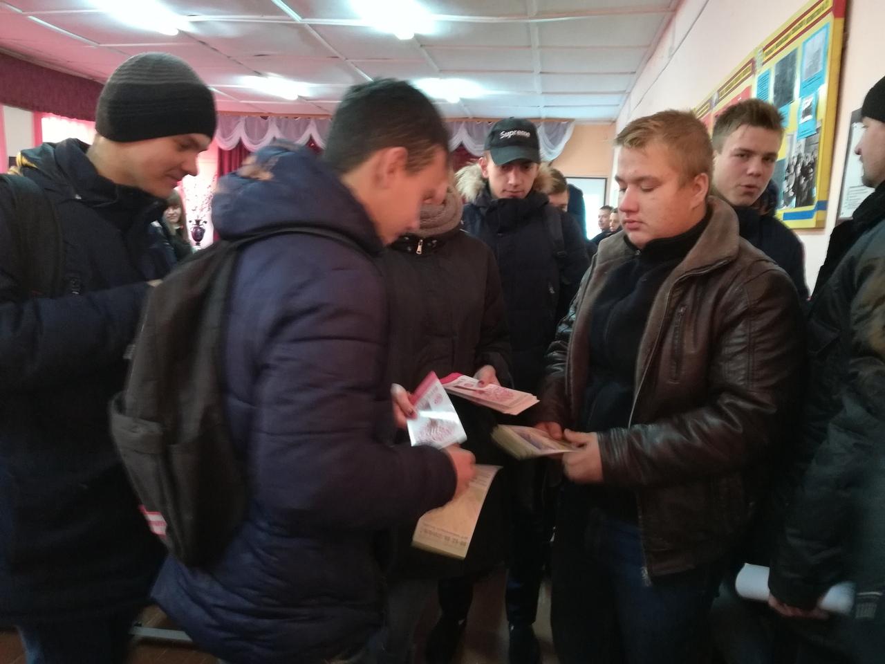 В преддверии Всемирного дня борьбы со СПИДом в Петровске состоялась информационная акция