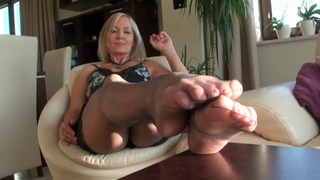 Best sexy MILF! Mommy in black stockings! Foot fetish! Sexy legs!