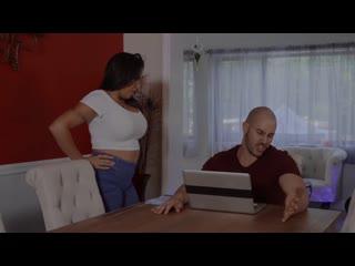 порно brazzers большие сиськи Massaging My Friends Mom Julianna Vega Duncan Saint