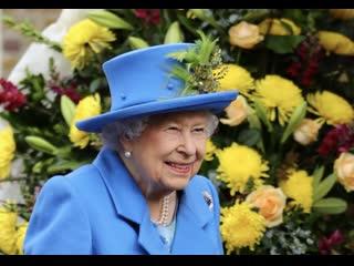 Queen elizabeth ii returns to royal duties after her summer break by opening new housing development for veterans