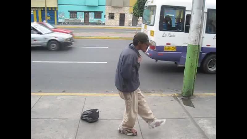 BAILANDO SALSA EN EL CALLAO ESTA MUSICA TE DESCEREBRA PERO TE HACE GOZAR