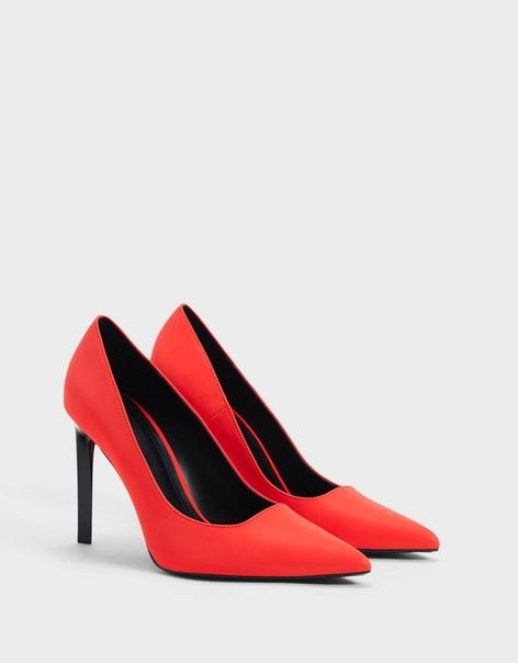 Туфли из светоотражающего материала на каблуке-шпильке
