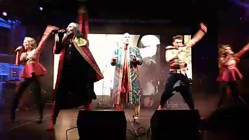 Группа Dschinghis Khan, саксофонист Игорь Бутман и певец Эмин Агаларов выступают на Дрезденском бале в Санкт-Петербурге