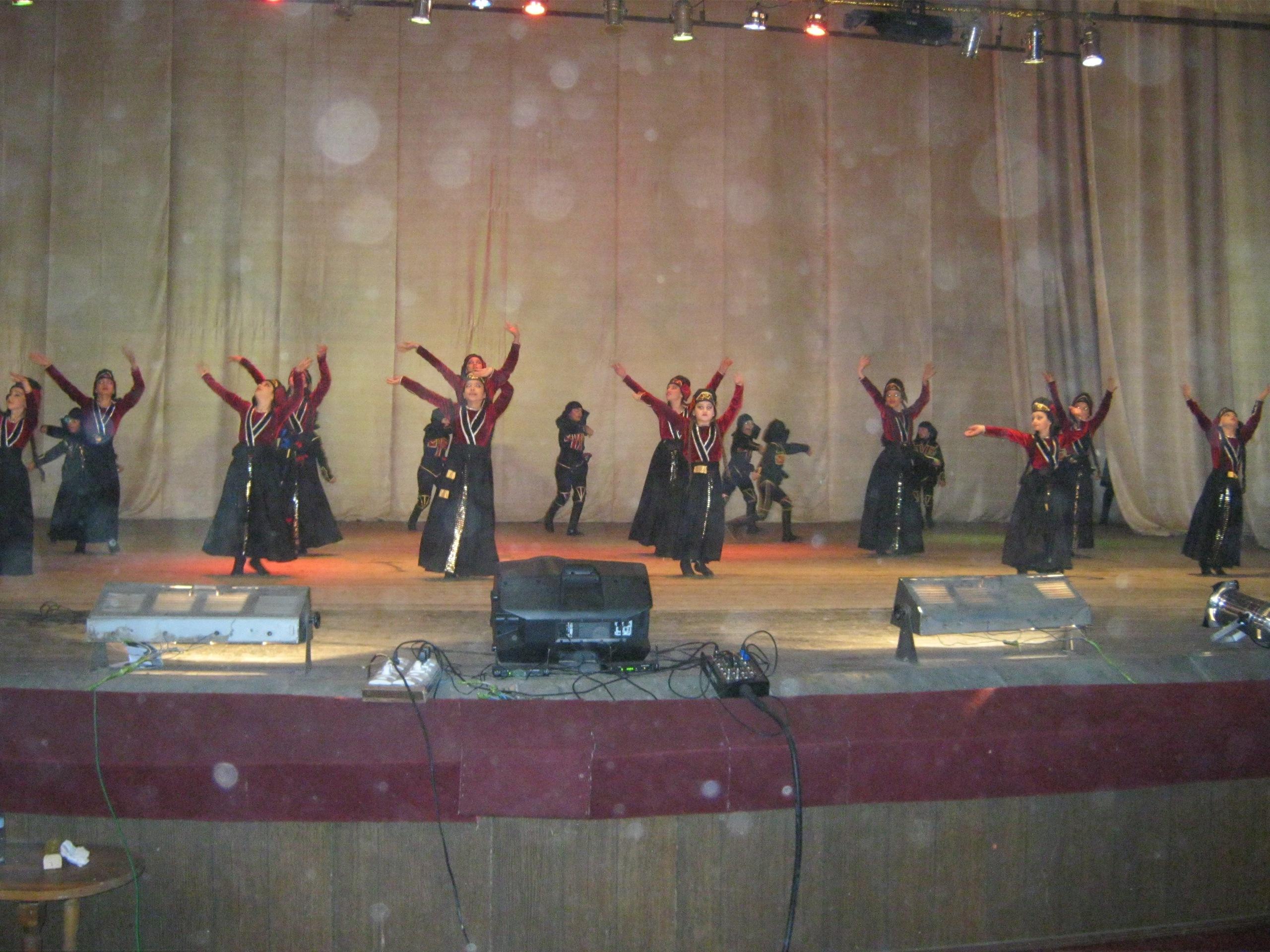 Грузинские танцы на бесплатном представлении