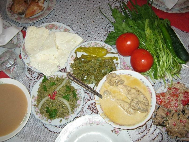 типичная картина для стола на Кавказе