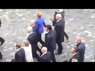 Proteste in Dresden: Merkels härtester Feiertag - Merkel und Gauck vor der Frauenkirche beschmipft