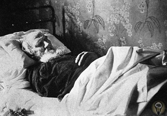 Почему у Льва Толстого такая странная могила.
