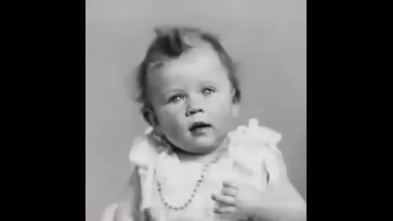 Интересное видео английская королева Елизавета II от рождения до н mp4