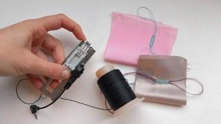 Использование крючков/усиков на лапке для вымётывания петли на машинке.