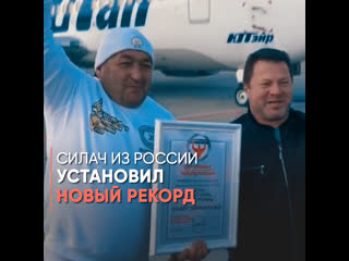 Силач отбуксировал Boeing 737