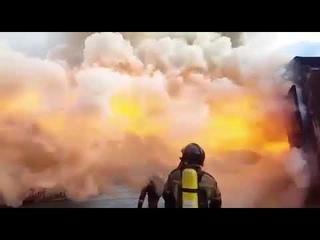 Обратная тяга при пожаре (замедленная съемка)