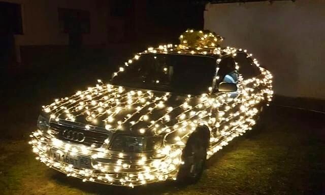 Феодосиец обклеил машину гирляндой и разъезжал по городу под Jingle Bells