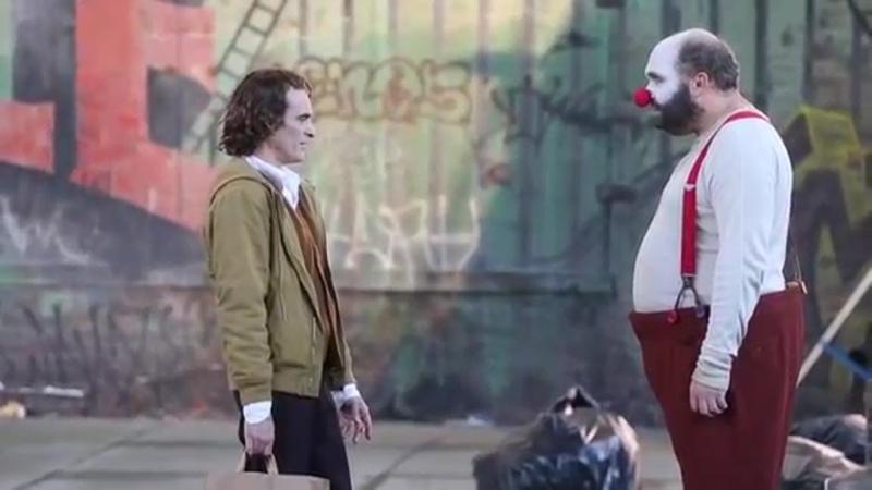 Артур и Рэндалл возле офиса ха-ха, удаленная сцена