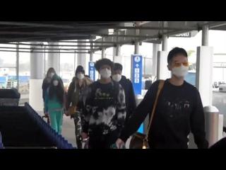 Kaulitz twins, Heidi Klum and her children at the airport -