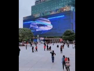А вот так выглядит реклама с дополнительной реальностью. Словно живые.
