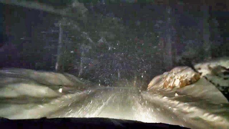 Виртуальный поездка по заснеженной дороги Ночная метель шум ветра и падающего снега