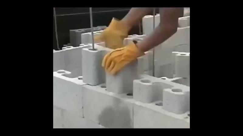 Строительство дома из лего-кирпичей.