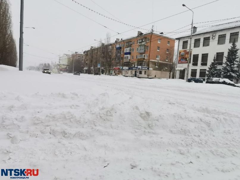 Лишь 6 единиц спецтехники вывела новотроицкая мэрия на борьбу со снегопадом