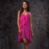 Ярко-розовое лёгкое короткое платье