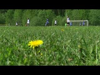 «Звездный» и «Гагаринский» играют в футбол.